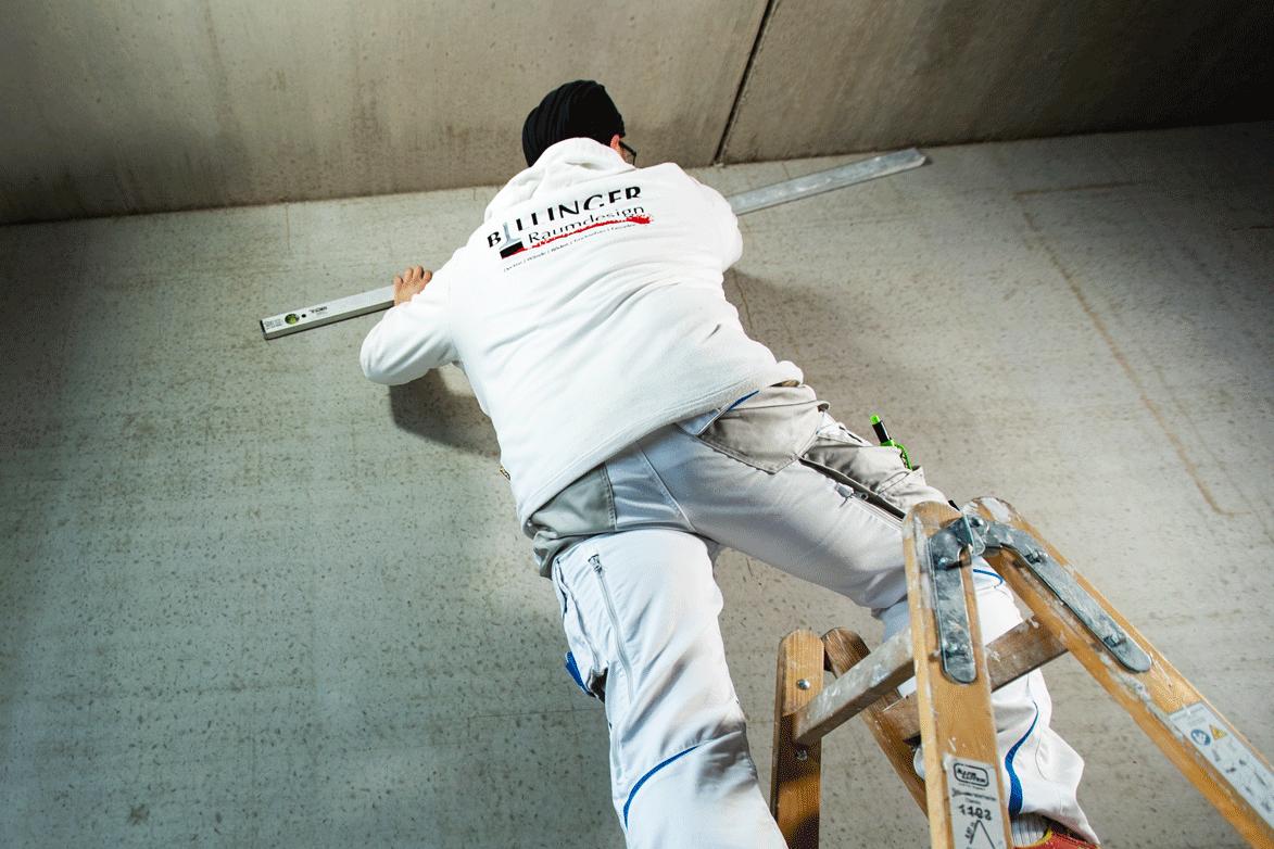 Oliver Billinger Raumdesigner Wand verputzen Leiter Wasserwage Massenbachhausen